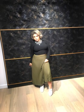 (H&M) using this Nicki looks