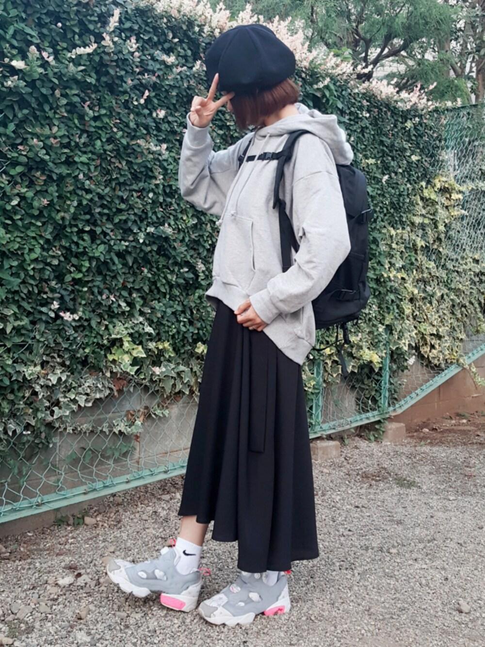 グレーパーカー×変形スカート