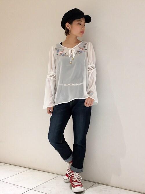 アンドイットOSAKA店さんの「衿刺繍ボヘミアン風ブラウス(and it_)」を使ったコーディネート