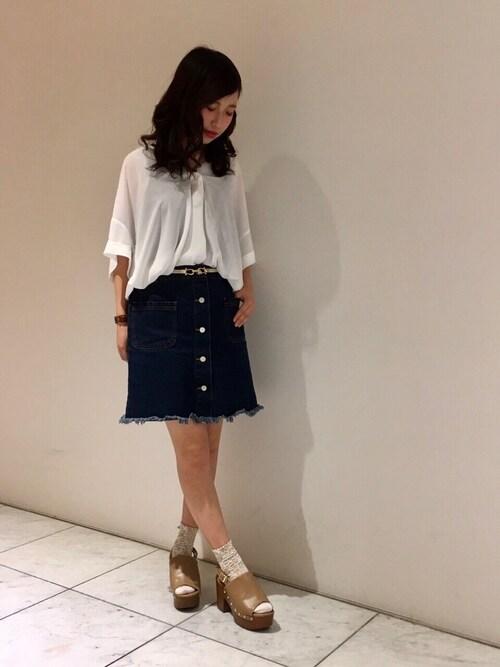 アンドイットOSAKA店さんの「前釦デニムスカート(and it_)」を使ったコーディネート