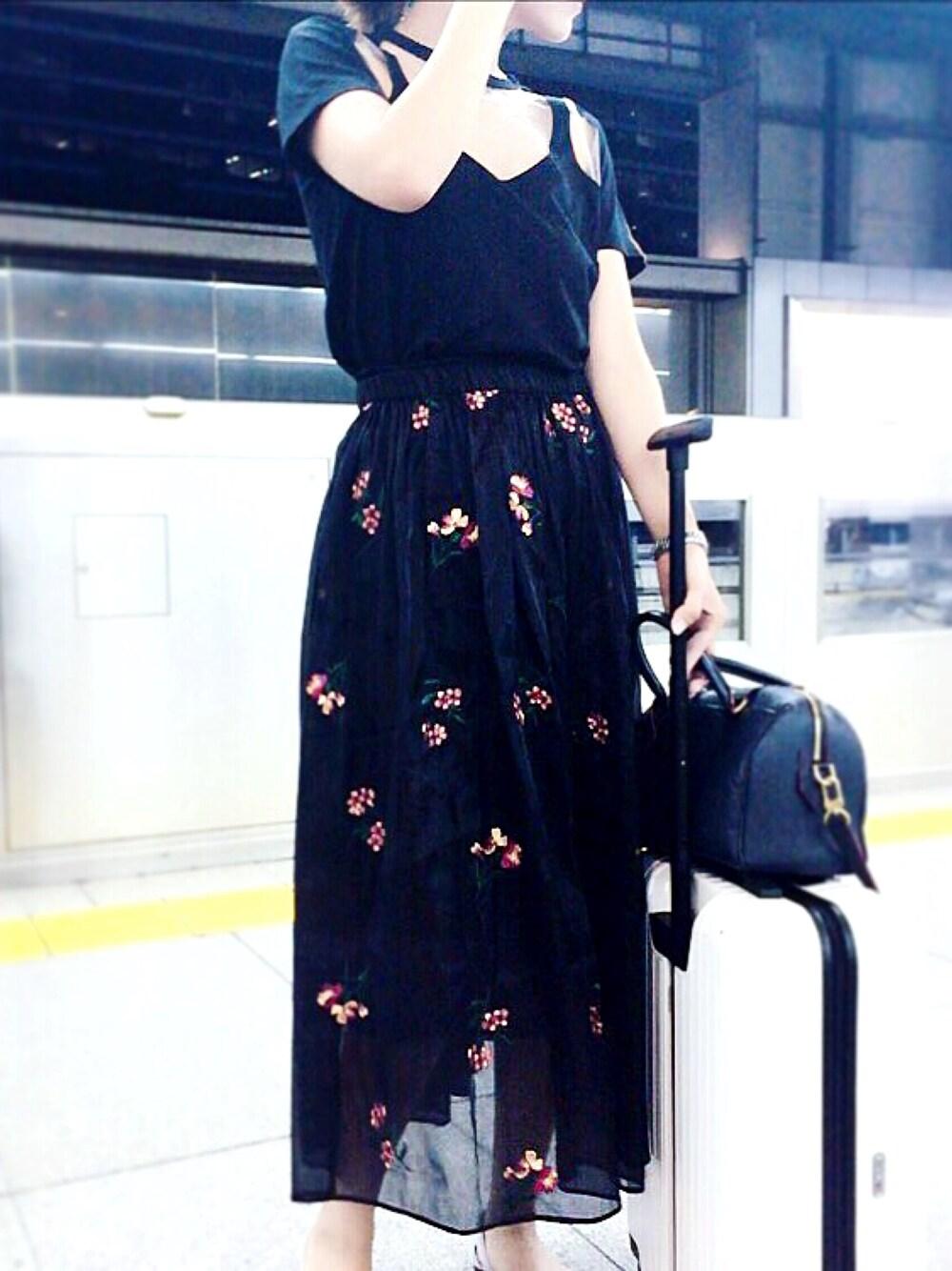 白×スーツケース×黒