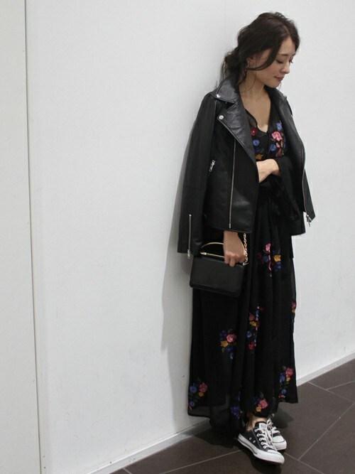 MIHOさんの「刺繍ガウンロングワンピース◆(LIMITLESS LUXURY)」を使ったコーディネート
