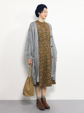 ZOZOTOWN|三由佳奈さんの「花柄ハイネックシャーリングプリーツワンピース(r.p.s)」を使ったコーディネート