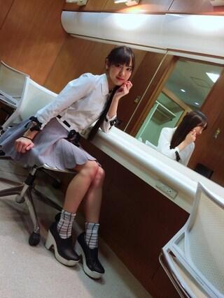 飯窪春菜さんの「裾リボンブラウス(MICOAMERI|ミコアメリ)」を使ったコーディネート