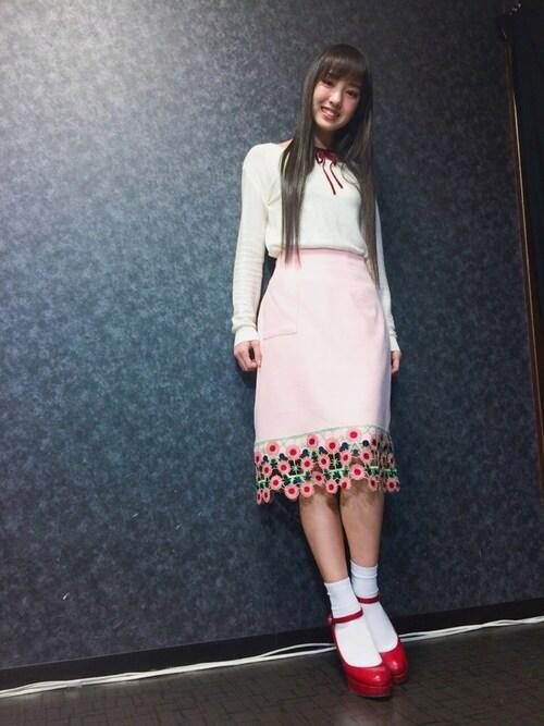 飯窪春菜さんの「お花ペンシルスカート(merry jenny)」を使ったコーディネート