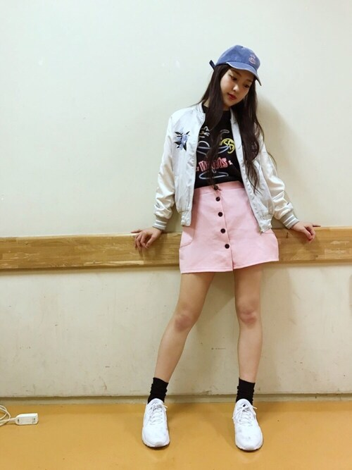 飯窪春菜さんの「<ユニセックス>mmts / ネオンTシャツ(mmts)」を使ったコーディネート