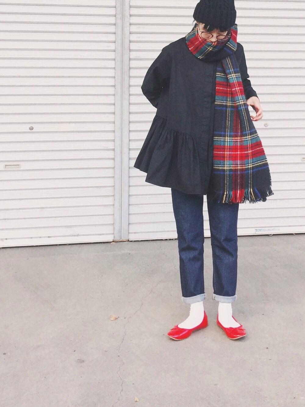 黒ニット帽×チェックマフラー