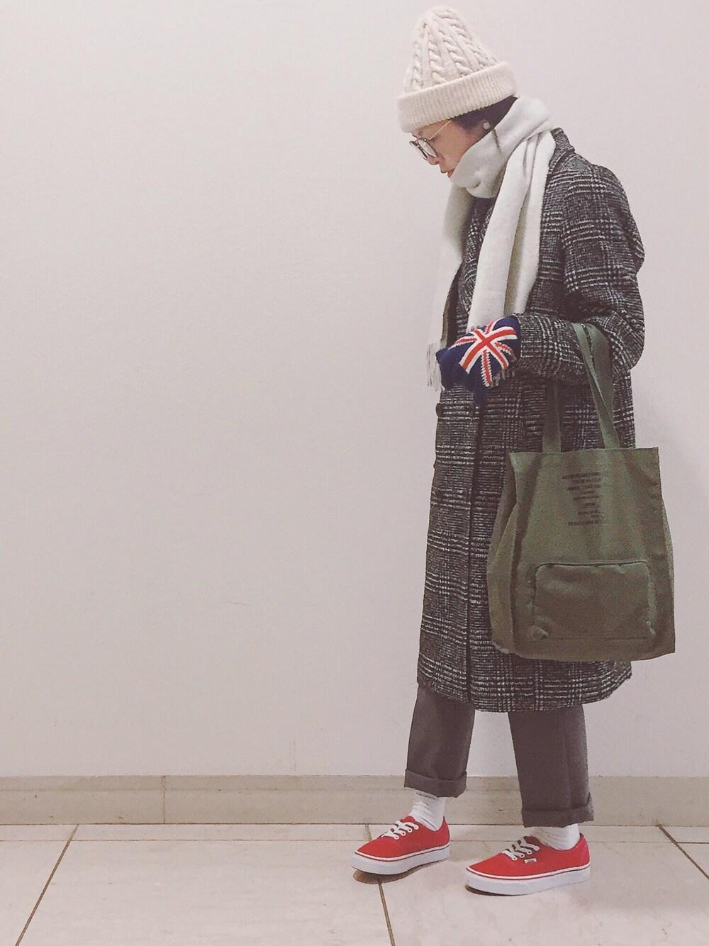 白ニット帽×チェックコート