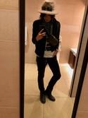 Taiga is wearing AZUL