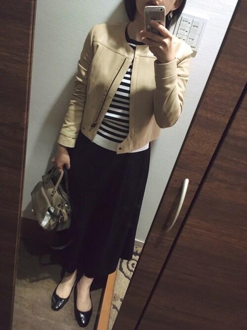 オフィスカジュアルの靴とコーデ17:バレエシューズとレザージャケットの大人コーデ