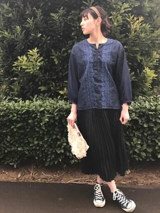 小林 ひかる (PINK CRES.)さんの「【NOMA textile designコラボ】エンブロイダリー刺繍ブラウス(coen コーエン)」を使ったコーディネート