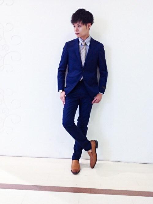 細身のスーツを選ぶコツと着こなし術|おすすめブランド5選
