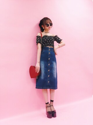 菅野結以さんの「Decadence Rose Denim Skirt(Crayme,|クレイミー)」を使ったコーディネート