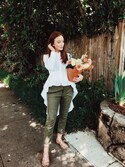 Maddie Greerさんの「Co button-up high-low shirt(CO|コー)」を使ったコーディネート