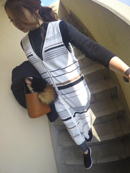 mocoさんの「WOMEN エクストラファインメリノハイネックセーター(長袖)(ユニクロ)」を使ったコーディネート