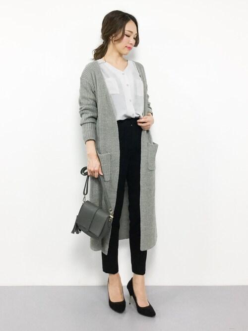 女性のビジネスカジュアル王道コーデ3:カーディガン×シャツ