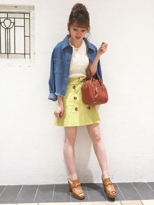 dazzlin SHOP STAFFさんの「トレンチ風台形スカート(dazzlin)」を使ったコーディネート