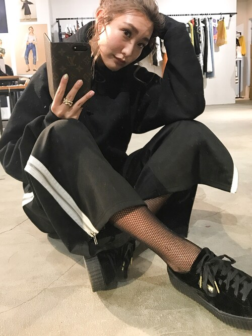 小竹麻美さんの「サイドZIPジャージパンツ(MURUA)」を使ったコーディネート