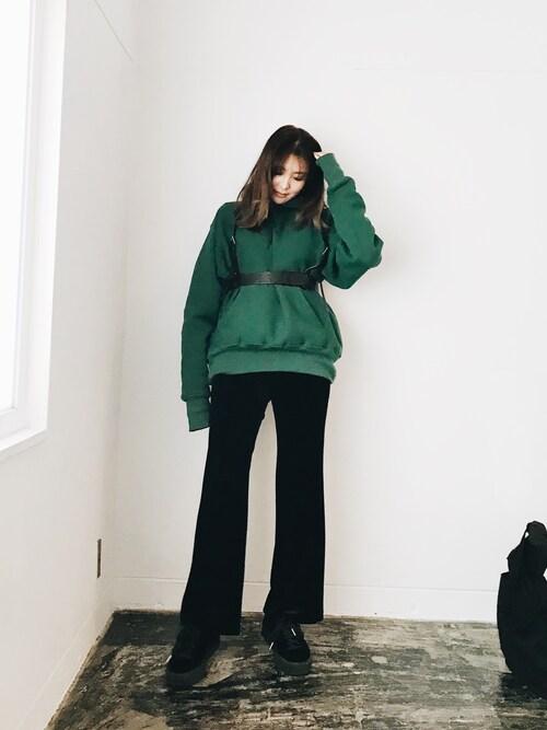 小竹麻美さんの「ベロアLOOSE パンツ(MURUA)」を使ったコーディネート
