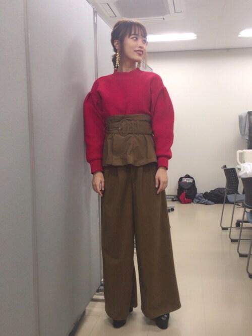近藤千尋使用「MURUA(MODERN flowerワイドパンツ)」的時尚穿搭