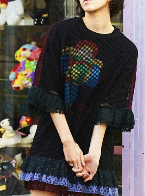 PAMEO POSEさんの「FISHNET T-SHIRT WITH LACE(PAMEO POSE)」を使ったコーディネート