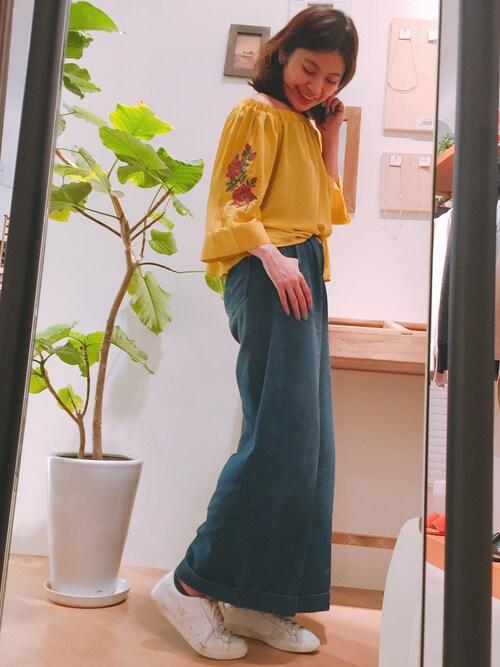 本社mijuさんのシャツ/ブラウス「オフショル袖刺繍(natural couture|ナチュラルクチュール)」を使ったコーディネート