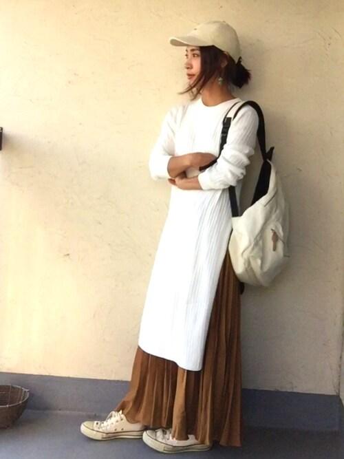 ワンピースやスカートできれいめ要素を中央に取り入れて、帽子や靴でカジュアルな、ぬけ感を加えたコーデ。