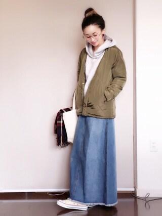 陽さんの「裾スリットウォッシュ加工デニムロングスカート(coca|コカ)」を使ったコーディネート
