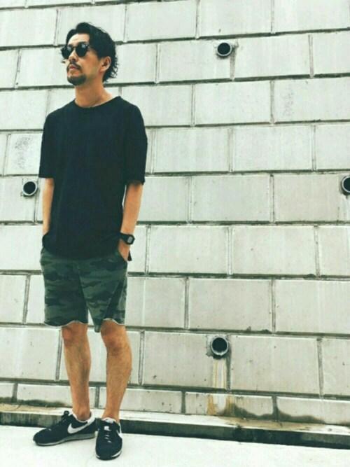 黒スニーカー×迷彩ショートパンツ 画像1