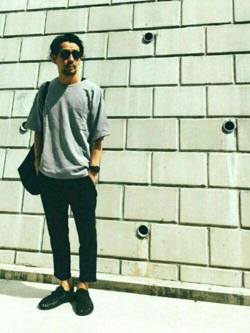 ルーズなTシャツにアンクルパンツでリラックスカジュアル 画像1