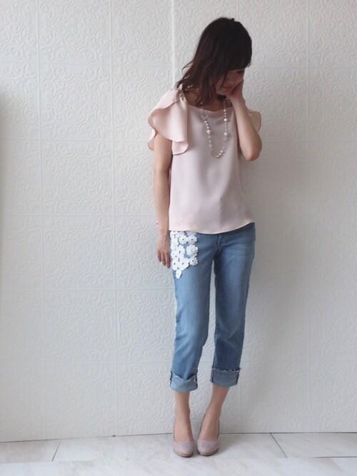 eikoさんの「裾フリンジカットオフフラワーレースモチーフデニムパンツ(Rose Tiara)」を使ったコーディネート