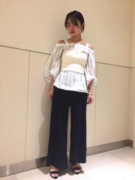 FRAY I.D|hiroe kaminogouyaさんのシャツ/ブラウス「オフショルパフ袖ブラウス(FRAY I.D|フレイ アイディー)」を使ったコーディネート