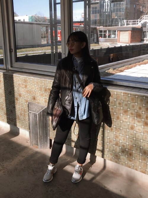 "Tiffany  | ティファニー is wearing NIKE ""ウィメンズ ナイキ エアマックス ジュエル NIKE AIR MAX JEWELL QS 910313-001"""