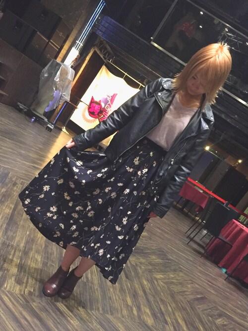 仮面女子さんの「花柄ロングテールスカート(archives)」を使ったコーディネート