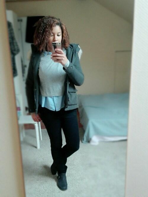 リリ is wearing H&M