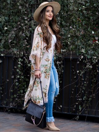 「FOREVER 21+ Distressed Frayed Ankle Jeans(Forever 21)」 using this Jennifer Puente looks