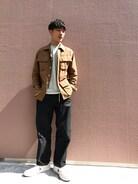AURALEEのアースカラーのシャツジャケットをポイントにインナーはミントグリーンのカットソーでライトに合わせました����