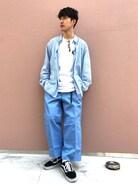 水色のワントーンコーデ�� ユーズドのオーバーサイズのシャツにディッキーズのスカイブルーのパンツを合わせて��