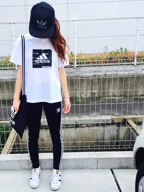 アディダス tシャツ コーデ メンズ