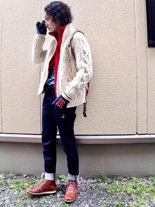 チャッカブーツメンズコーデ:スリムジーンズ×カーディガンのヌケ感ある着こなし 画像1