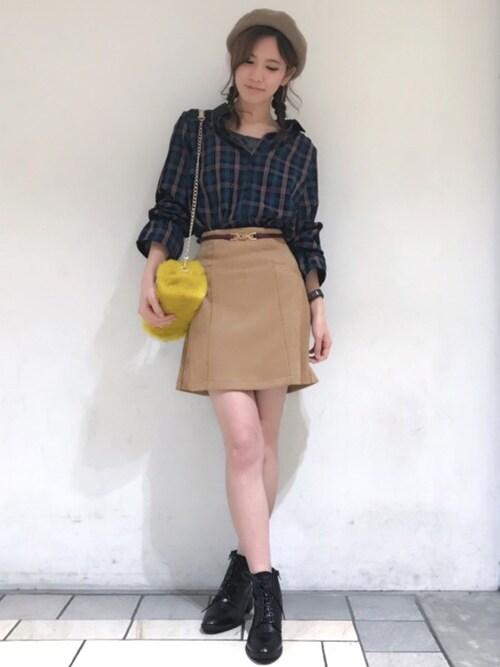 小物とスカートの色を合わせて