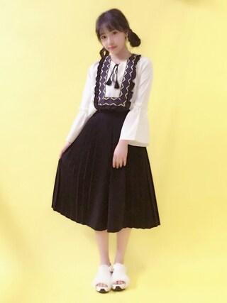 村瀬紗英さんの「サイド切替ワイドパンツ(MURUA ムルーア)」を使ったコーディネート