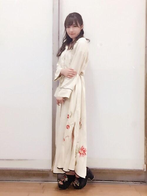 村瀬紗英さんの「プリントシャツロングワンピース(snidel)」を使ったコーディネート