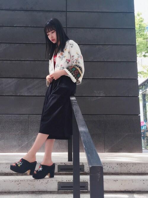 村瀬紗英さんの「エンブロイダリージャケット(snidel)」を使ったコーディネート