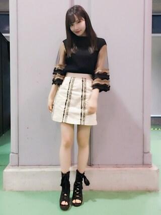 村瀬紗英さんの「チロリアン台形スカート(MURUA|ムルーア)」を使ったコーディネート