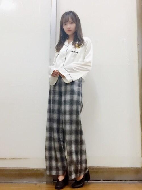 村瀬紗英さんの「スカシャツ(jouetie)」を使ったコーディネート
