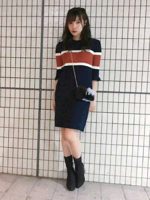 村瀬紗英さんの「マルチボーダーミニニットワンピース(MURUA)」を使ったコーディネート