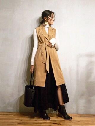 REIKA YOSHIDAさんの「スリーブレススエードコート(TODAYFUL|トゥデイフル)」を使ったコーディネート