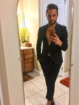 Anthony Reyes looks