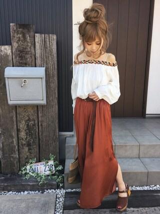 清水夏姫さんの「ヴィンテージサテンスリットフレアパンツ(Ungrid|アングリッド)」を使ったコーディネート